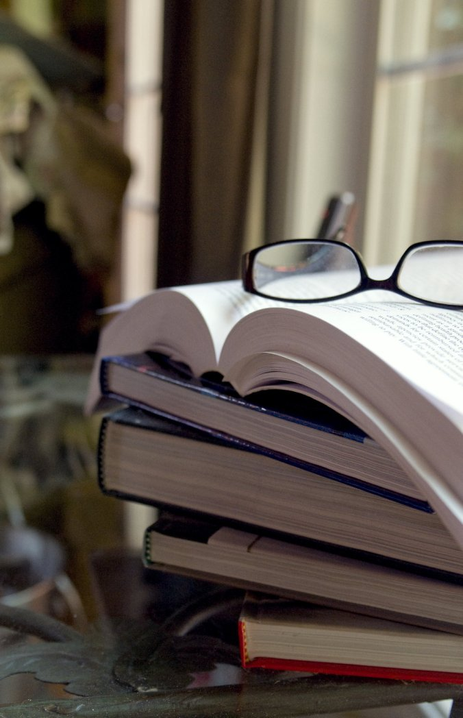 15975-a-pair-of-glasses-with-a-stack-of-books-pv